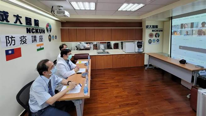 成大醫院6日舉辦新冠肺炎防疫視訊講座,集結目前在印度的台商及僑胞同步上線聽講。(成大醫院提供/曹婷婷台南傳真)