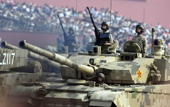 美退將呼籲拜登停止刪減國防預算,讓美軍專注於合作對抗中國大陸威脅,而非爭搶經費。(圖/中新社)
