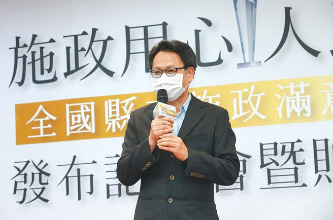 台灣世界新聞傳播協會5日舉行「施政用心、人民有感」全國縣市施政滿意度調查記者會,協會理事長劉立漢致詞。(陳信翰攝)