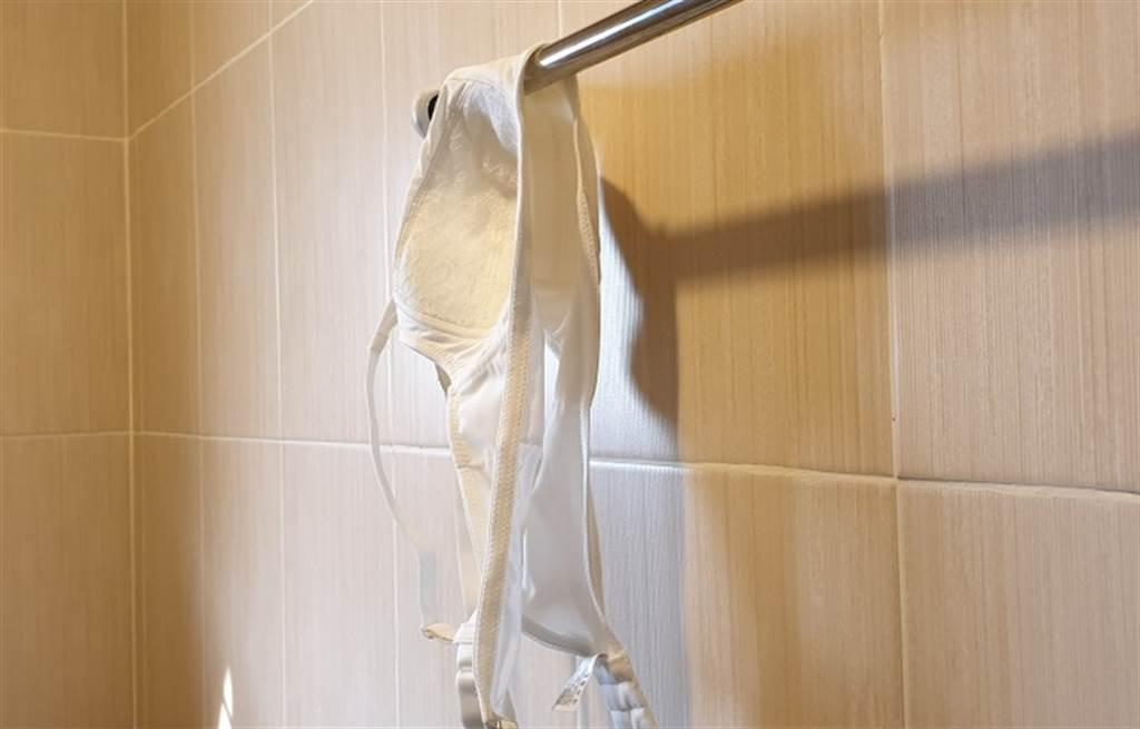 女大生內衣掛浴室險遭竊,靠自製防狼機關抓到兇手,上千名網友狂讚。(示意圖/Shutterstock)