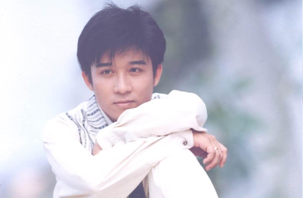 江明學當年翻唱陳淑樺唱的《秋意上心頭》走紅,在歌壇有「翻唱王子」之稱。(圖/中時資料照)