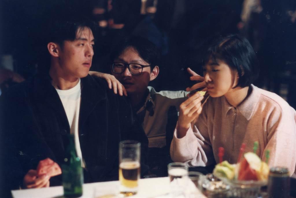 因拍攝《只要為你活一天》,蘇慧倫(右)和陳國富(中)傳出戀情。