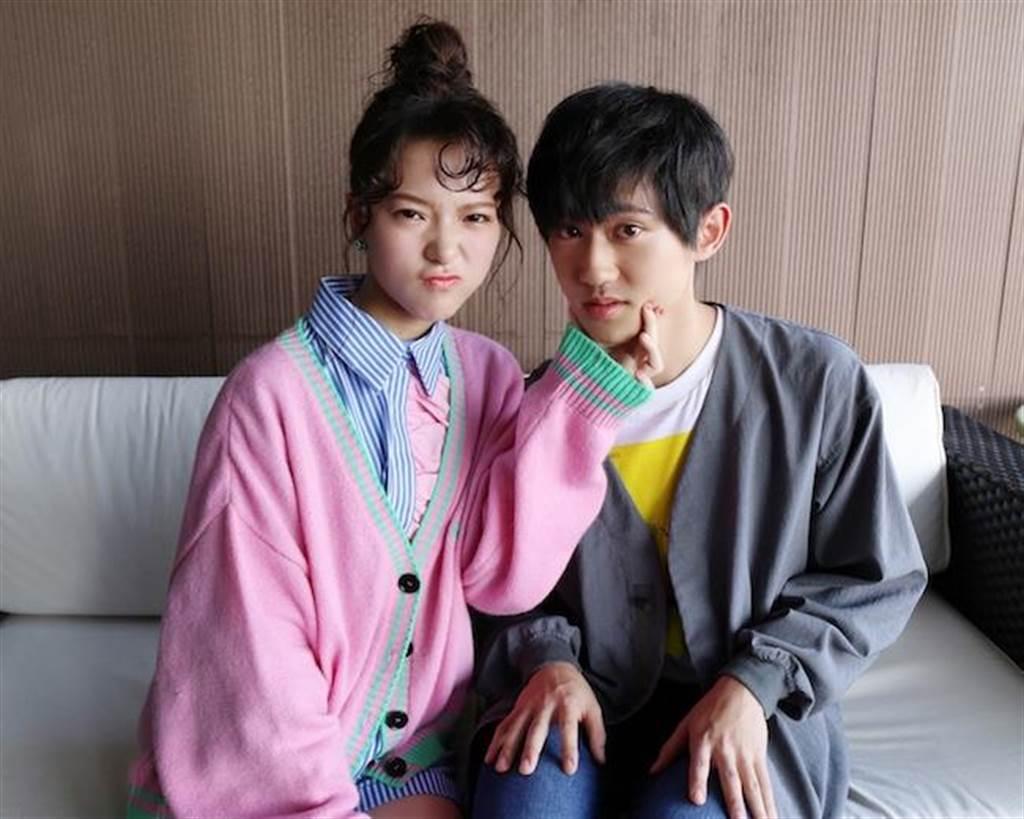 項婕如(左)與姜典為戲宣傳。(LINE TV提供)