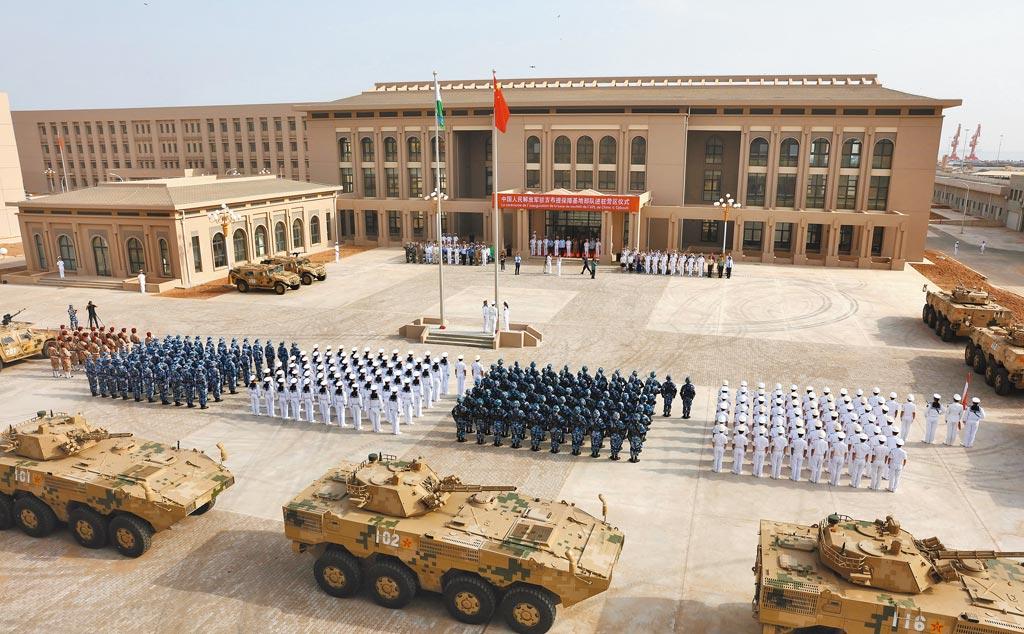 2017年8月1日上午,中共解放軍駐吉布地保障基地部隊進駐儀式在基地營區舉行,是大陸首個海外保障基地。(中新社)