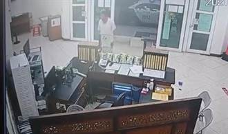 男闖台南五分局探毒友嗆聲影片曝光 囂張喊:叫局長來扛轎