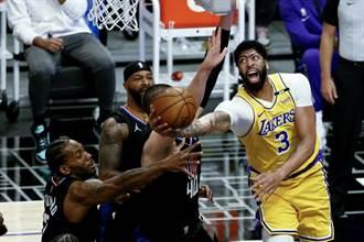 NBA》一眉哥又傷退!快艇本季洛城內戰橫掃湖人