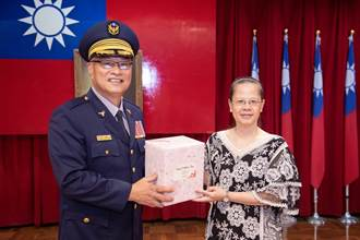 新北警局票選母親節禮物 贈女性同仁