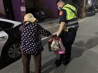失智老婦街頭遊走 警認出身分護送返家