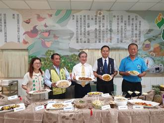 農糧署帶隊訪台南鳳梨產區 大啖鳳梨、菱角料理