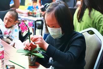 最窩心的母親節禮物 屏東特教生親手做蘭花禮盒送媽媽、阿嬤