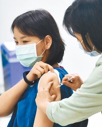疫苗假不支薪 醫護怒:變相扣全薪 陳時中反問 為何2周前政策出爐時不表示意見