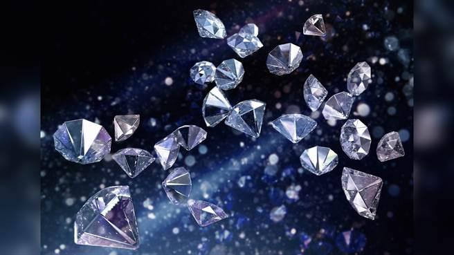 人工合成鑽石可能愈來愈主流。(圖/Shutterstock )