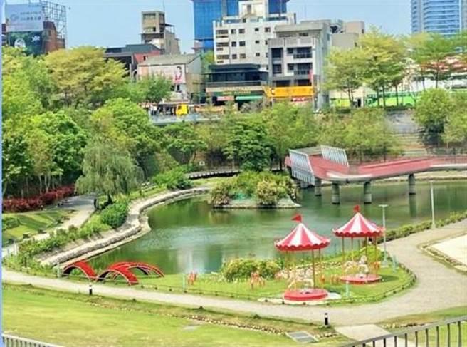秋紅谷生態公園坐擁綠地與湖水,是台中市的都市之肺。(盧金足攝)
