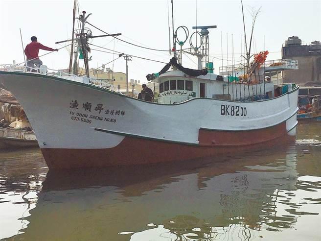 屏東琉球籍「漁順昇168號」漁船5日晚間觸礁鵝鑾鼻南方七星岩海域。(琉球區漁會提供/謝佳潾屏東傳真)