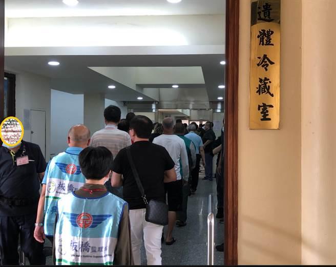 板橋監理站6日在新北市立殯儀館舉辦「酒駕生命教育情境體驗」課程。(圖/板橋監理站提供)
