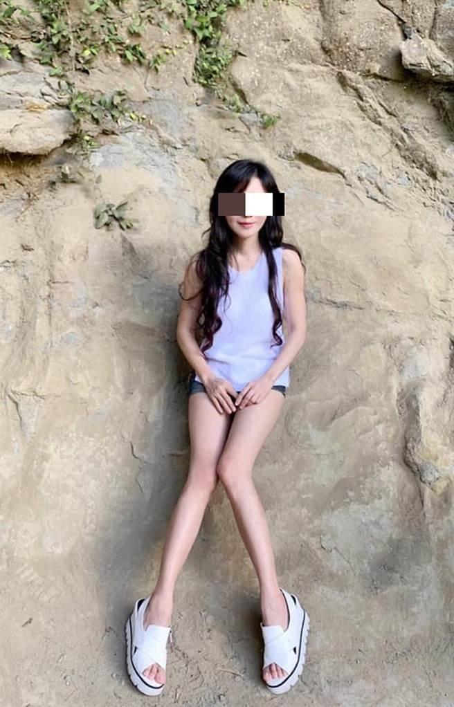 知名的台南市蕭姓皮膚科美女醫師,因保養得宜仍擁有高顏值及好身材。 (摘自診所臉書/洪榮志台南傳真)