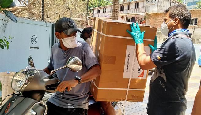 印度世界展望會目前正為當地93個脆弱地區,緊急提供製氧機、病床組及其他醫療相關設備給150個醫療單位。(展望會提供/林良齊台北傳真)