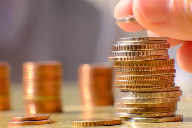 經濟基本面復甦及各國財政與貨幣政策持續加持下,全球資金充沛。(示意圖/shutterstock提供)