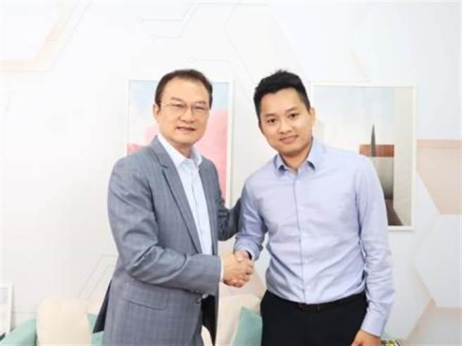 理財周刊發行人洪寶山(左)、Jasper的手機當沖世界創辦人劉家誠(右) 。(圖/理財周刊提供)