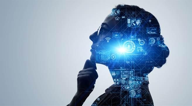 近年來,深度學習與人工智慧的發展都在試圖讓電腦的行為模式愈來愈接近真實的大腦,讓許多人開始好奇電腦是否真的能和大腦一樣思考。(示意圖/shutterstock)