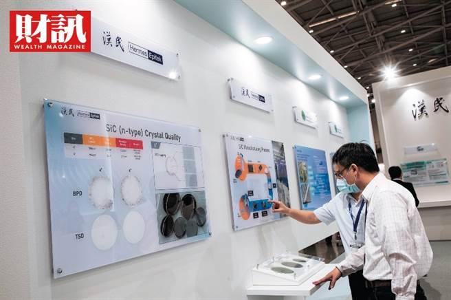 根據《財訊》報導,漢民集團在化合物半導體上布局9年,今年首度在Touch Taiwan觸控展中秀實力,宣稱在碳化矽基板品質上已足以挑戰科銳,將在竹南設廠量產。(圖/財訊提供)