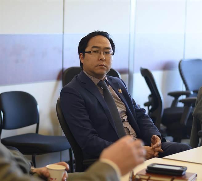 許多亞裔美國外交官因出身問題,曾在工作上受到限制。圖為曾在國務院服務多年的現任眾議員安迪‧金。(圖/DVIDS)