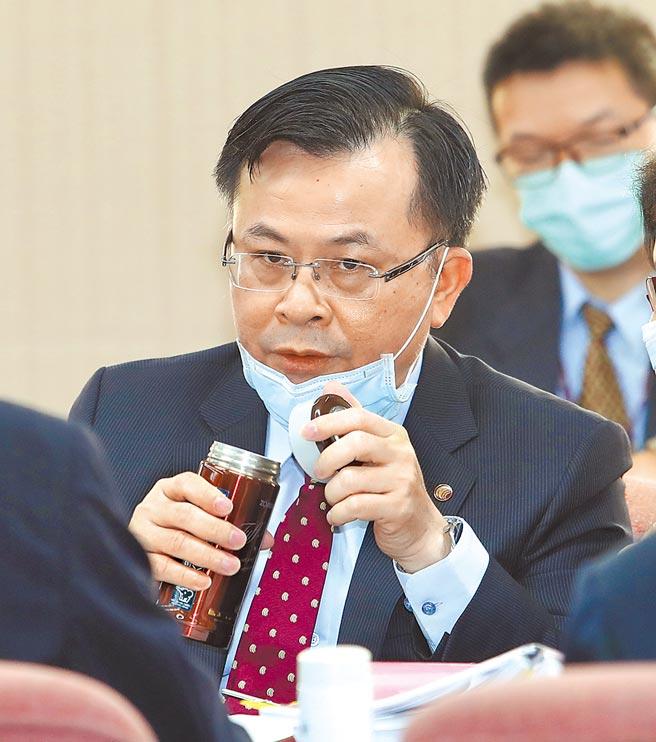 NCC主委陳耀祥昨日表示,未來數位發展部成立後,可能會訂《數位產業發展促進法》,NCC因應功能調整,《數位通訊傳播法》的立法精神,也可能從原先的基本法調整為作用法,甚至評估更名。(劉宗龍攝)