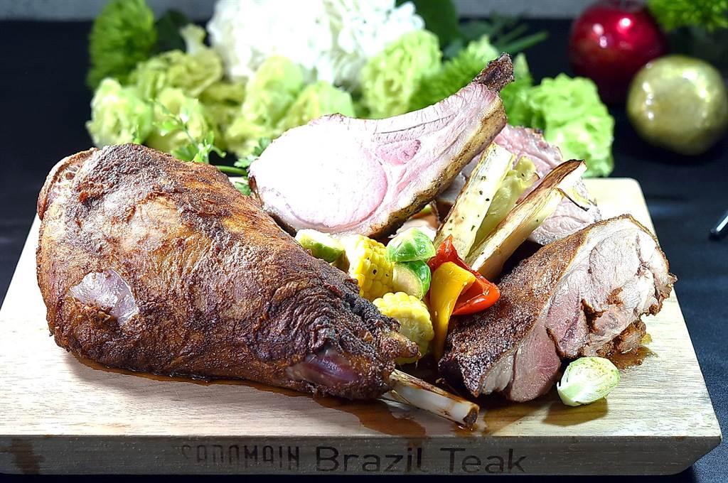 整條〈烤羊腿〉過去少在觀光飯店餐廳出現,如今松山意舍〈Que〉餐廳以原木直火燒烤,讓客人吃到飽。(圖/姚舜)
