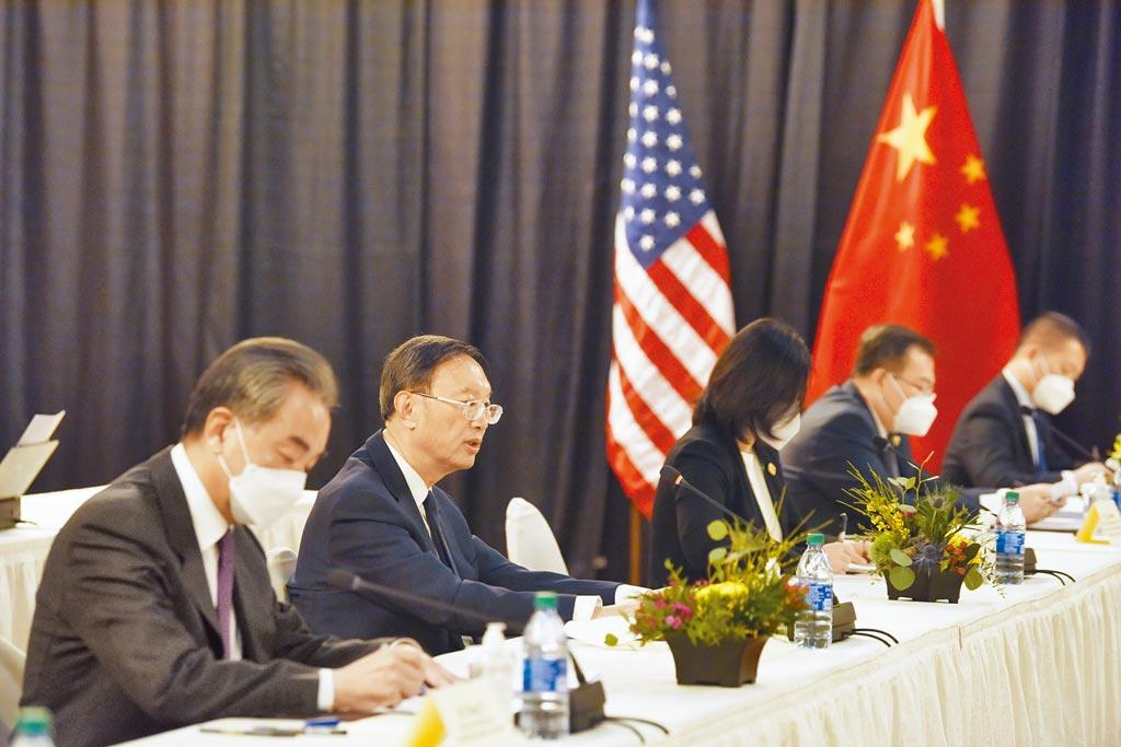 今年3月在阿拉斯加舉行的中美2+2對話,中共中央外事工作委員會辦公室主任楊潔篪的發言,讓外界對中國「戰狼外交」的感受更強烈。(中新社)