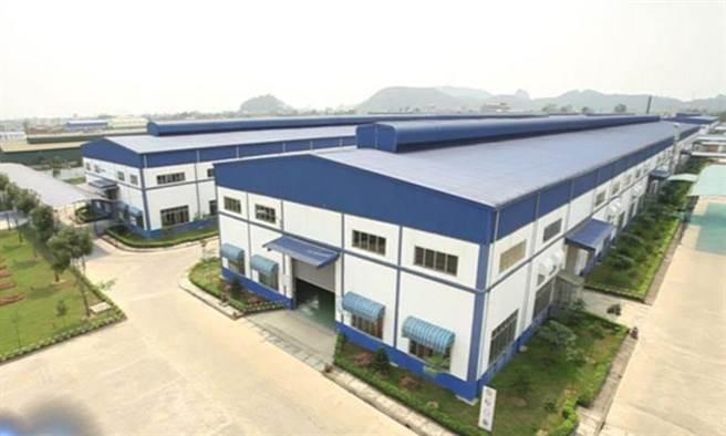 製鞋代工從台灣轉向大陸,再由大陸轉向越南與其地東南亞國家,是此種勞力密集型產業必經之途。圖為華利越南廠房。(圖/華利實業)