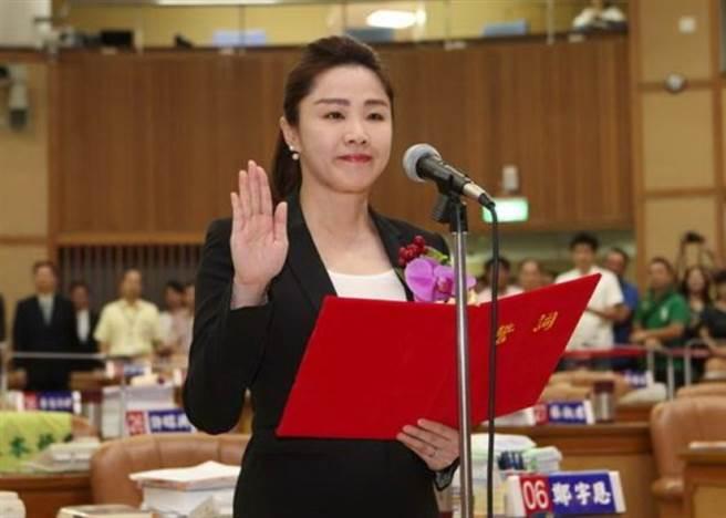圖為李婉鈺2016年7月6日宣誓就職新北市議員。(圖/本報系資料照)