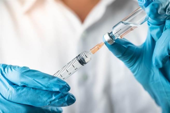 疫苗接種單日創新高,截至目前累計達9萬1002人。(圖/Shutterstock)