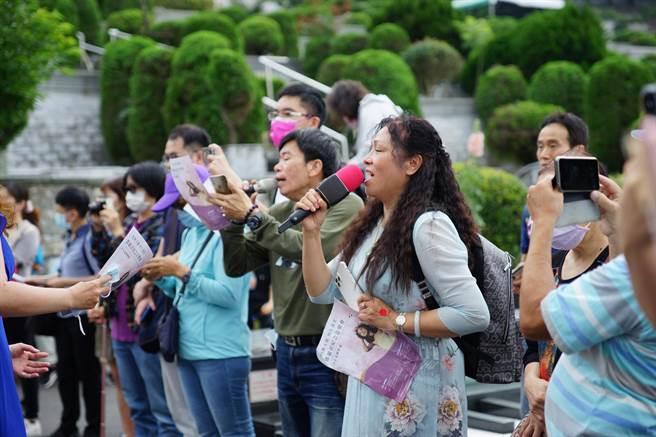 歌手鄧麗君於1995年5月8日在泰國猝逝,今(8日)剛好逝世26周年,鄧麗君文教基金會與台灣藝術創生文化基金會在金寶山筠園(鄧麗君紀念公園)主辦「經典天籟恆久溫柔,鄧麗君紀念音樂會」。(主辦單位提供)