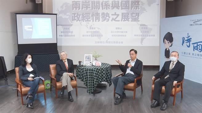 立法委員李貴敏邀請(左至右)趙春山、張善政、尹啟銘以不同角度探討兩岸關係與國際政經情勢之展望。(圖/中時新聞網攝)