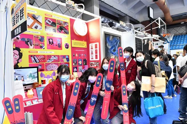 全國高級中等學校專業群科110年專題及創意製作競賽,復興商工有20件作品獲得今年度全國決賽入圍,高達14件獲得獎項。(復興商工提供)