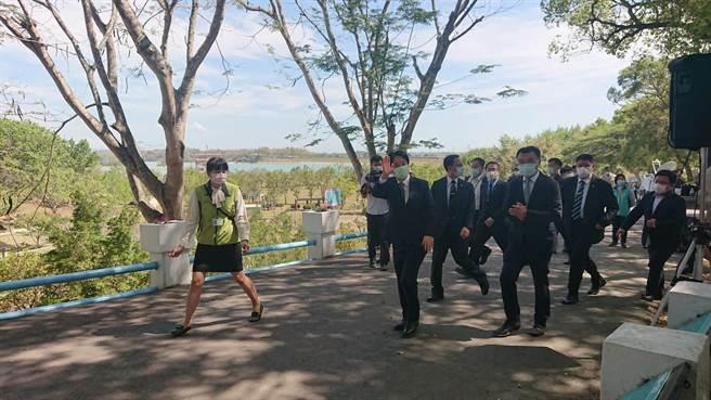 賴清德副總統離去時向日本民眾揮手。(程炳璋攝)