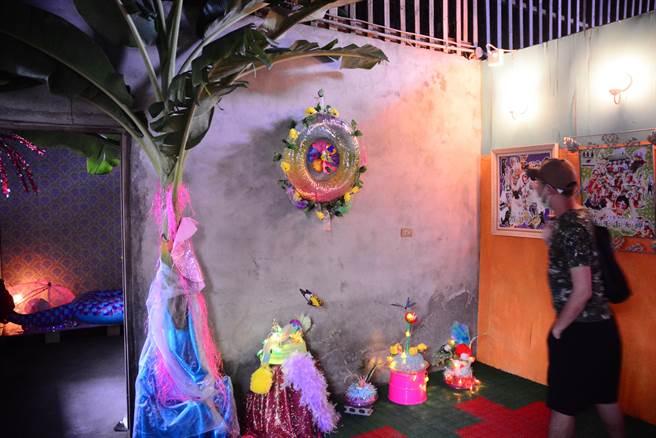 參與駐村創作的「後花園萌寵」3位藝術家,作品具有強烈風格。(王志偉攝)