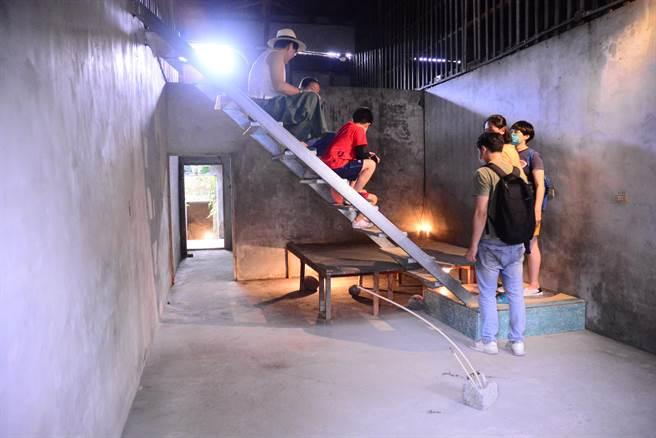 「大同戲院」內部成裝置藝術,戲院樓梯放映處,處處可見歷史軌跡。(王志偉攝)