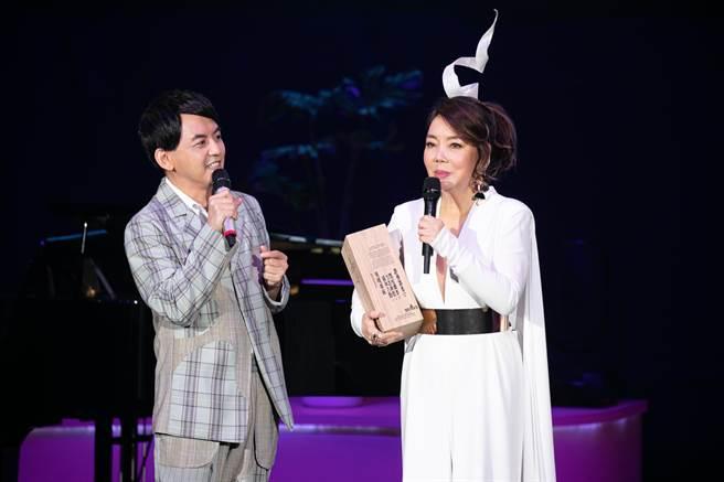 辛曉琪(右)今邀黃子佼擔任演唱會嘉賓。(海樂影業提供)