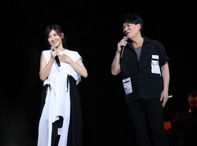 周華健(右)今在高雄演唱會上和蘇慧倫合唱掀高潮。(滾石唱片提供)
