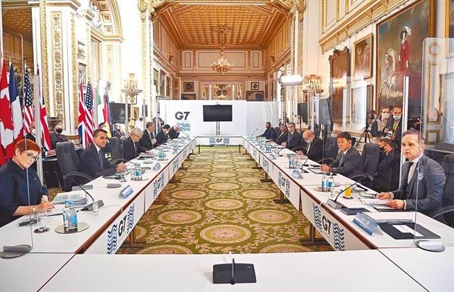七大工業國集團(G7)外長5日在倫敦結束為期3天的會議,會後發布聯合聲明(公報),當中兩度提及台灣,包括「強調台灣海峽和平與穩定的重要性,並鼓勵和平解決兩岸問題」。(美聯社)