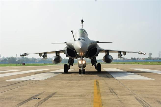 埃及近期採購的飆風戰機單價較低,引發印度反對黨政治人物和民眾對政府的質疑。圖為印度空軍飆風。(圖/印度空軍臉書)