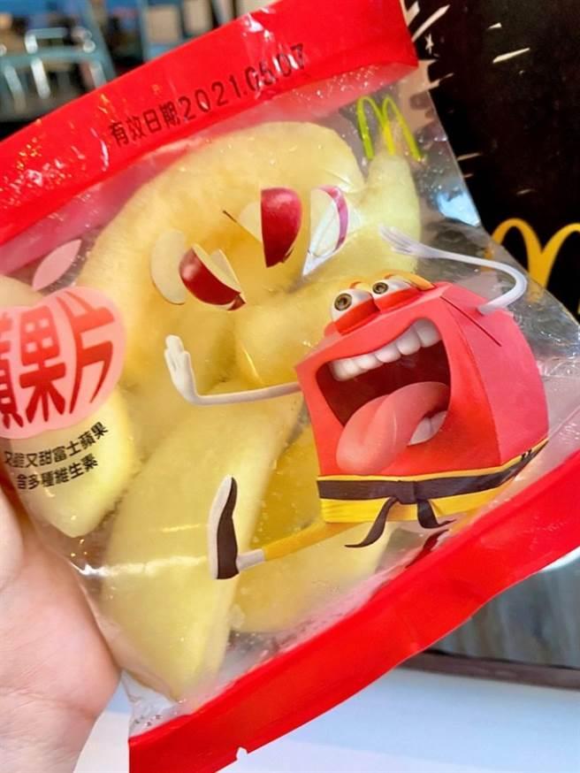 原PO表示麥當勞水果袋非常新鮮又好吃,意外釣出不少老饕與曾在店內打工的過來人力推「員工餐必點」、「蘋果真的讚」。(圖/Dcard)