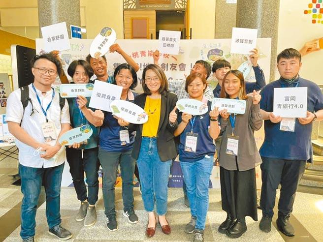 桃園市青年事務局邀集地方創生團體,互相交流凝聚能量。(呂筱蟬攝)