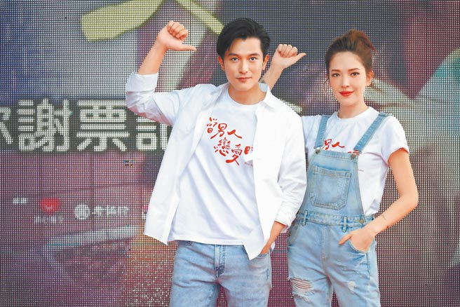 許瑋甯(右)和邱澤昨出席電影謝票會。(羅永銘攝)