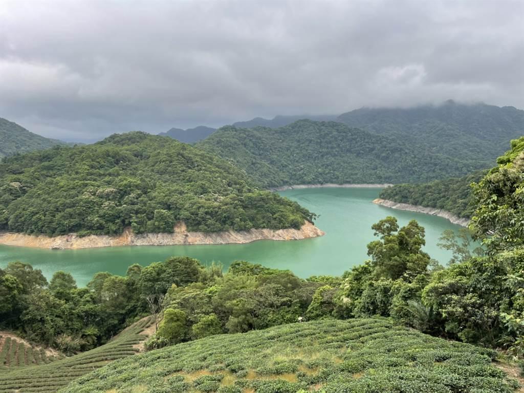 翡翠水庫附近的千島湖,已出現水位下降的警訊。(張達智攝)