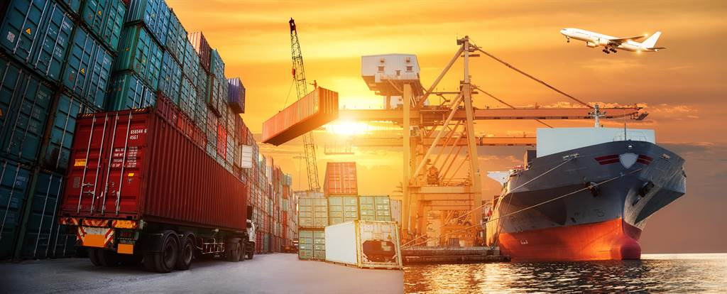 資料顯示,在全球21條海運航線中,有16條海運航線運價指數上漲。(示意圖/shutterstock)
