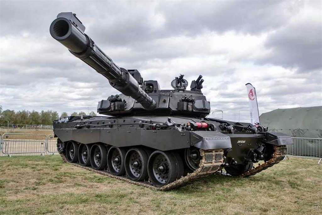 2017年,BAE陸上系統曾提出「挑戰者2-黑夜」的改良戰車,加裝了新的晝夜觀測器與主動防護系統,不過沒有更動主砲與引擎。(圖/BAE Land System)