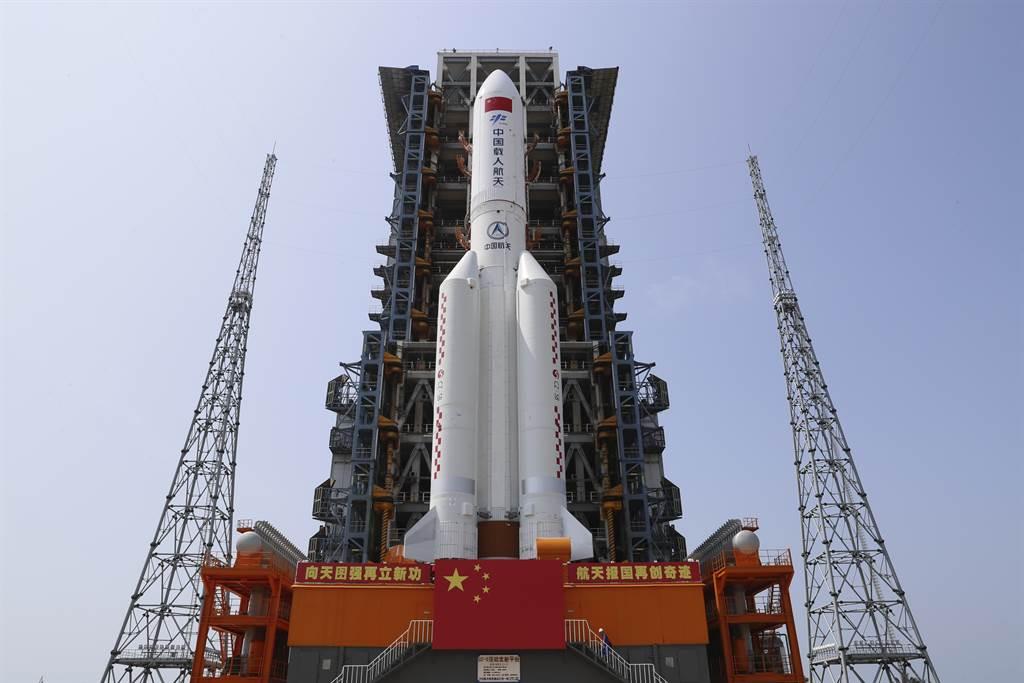 喧擾多時的大陸長征5號火箭殘骸終於落入海洋,墜落點在印度馬爾地夫外海42公里處的海面上。陸媒反過來嘲弄外媒惡意炒作。(圖/美聯社)