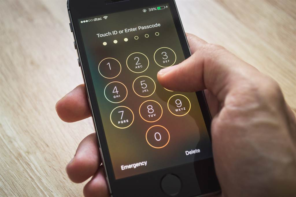 如何解鎖別人的iPhone?一名網紅上傳示範教學影片,網友瘋傳:真的成功了!(示意圖/達志影像)
